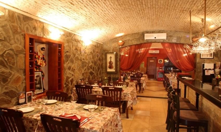 Không gian nhà hàng cổ La Hostaria